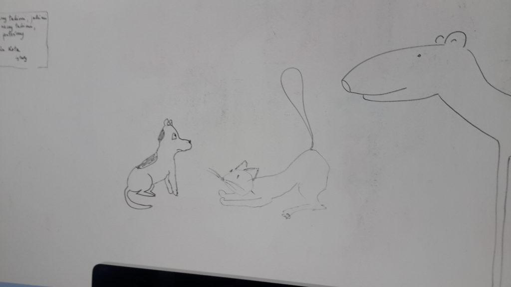 Pies siedzi, patrząc na wielbuga. Kot, tyłem do wielbuga, wystawia zad w górę, zapraszając psa do zabawy. - jak pies z kotem - pies i kot