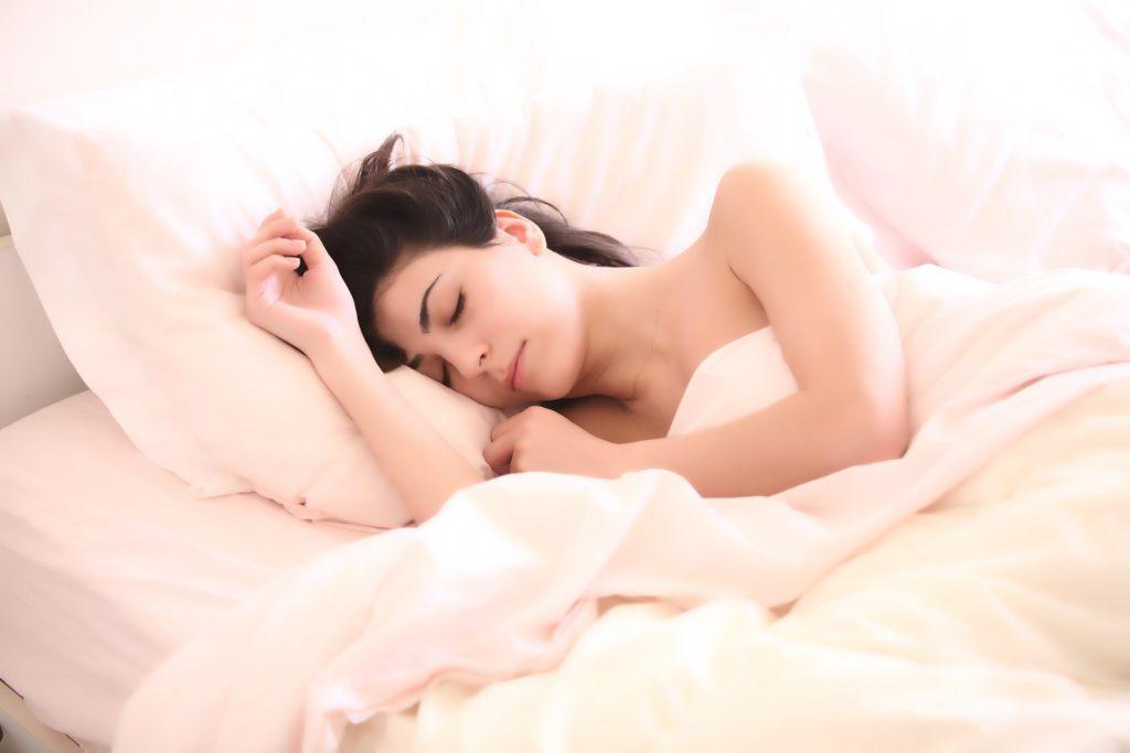 spiaca_kobieta