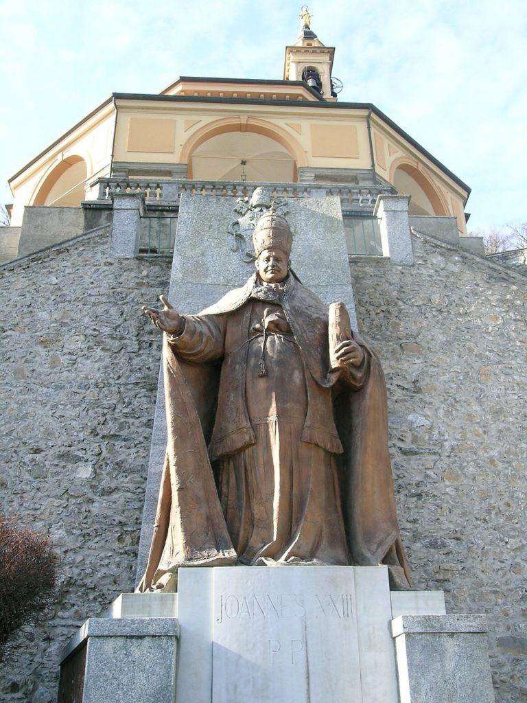 """cytat na dziś - """"[Jan XXIII] dopisał: «Zawsze czynić dobro, nawet kosztem bycia zdeptanym». Dopóki nie rzucisz swego «ja» pod nogi innych, nie staniesz się wolnym człowiekiem. Zawsze będziesz bowiem martwił się tym, co powiedzą inni, będziesz przejmował się ich krytyką i osądami. Żeby zyskać wolność od tego wszystkiego, należy własne zmartwienia powierzyć Bogu"""". G. Górny"""