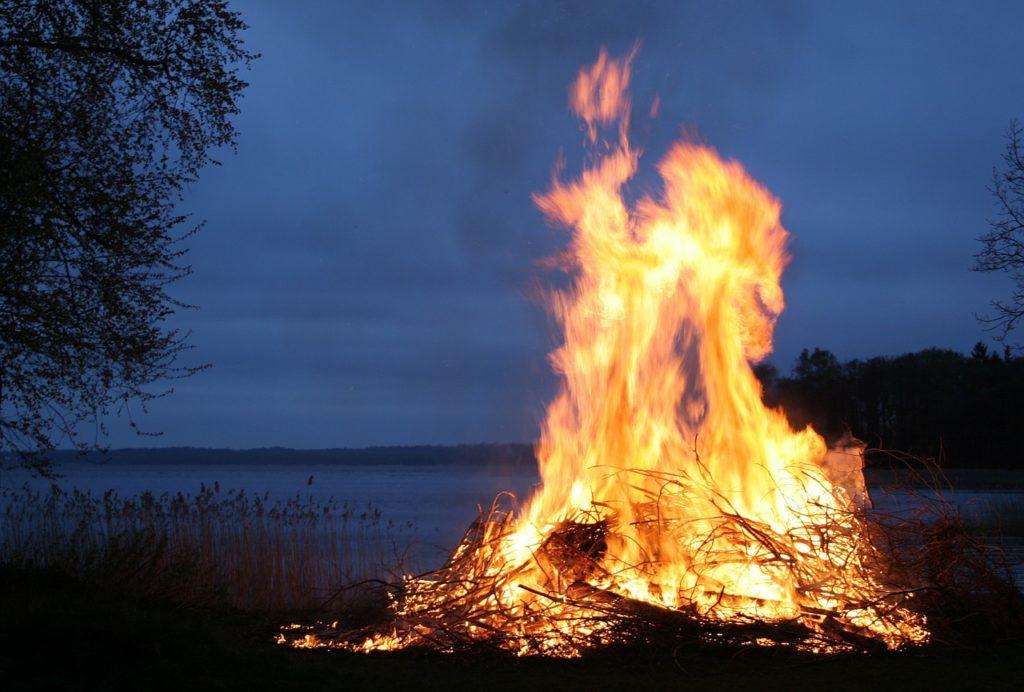 przyjaźń jest jak małżeństwo, ogień, ognisko