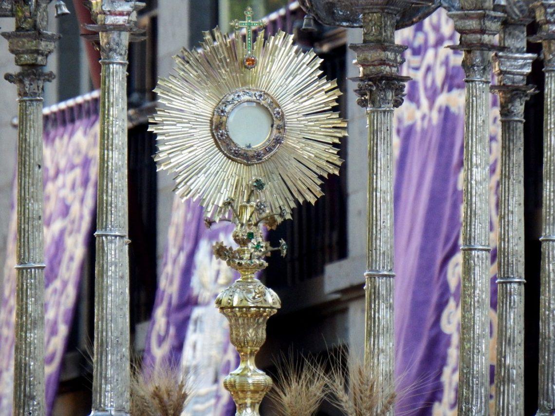 Msza i adoracja – dwa fundamenty