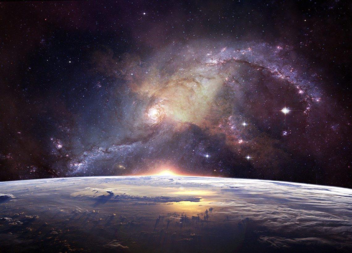 Idzie w niezmierną otchłań Wszechświata