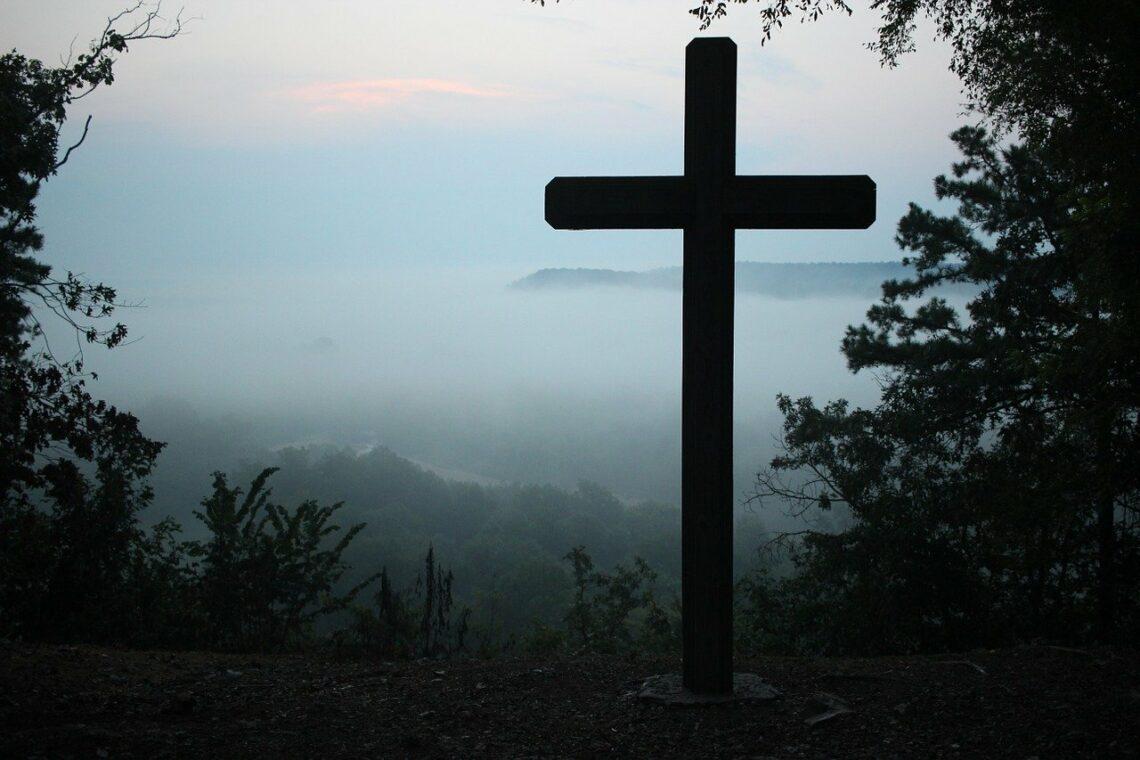 Krzyż zmuszony do milczenia