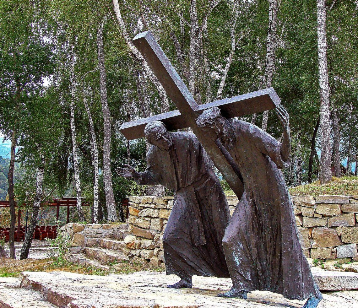 Krzyż wewnętrzny czy zewnętrzny